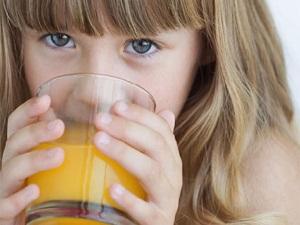 Çocuklarda sıvı yetersizliği, zihinsel ve bedensel sorunlara yol açıyor