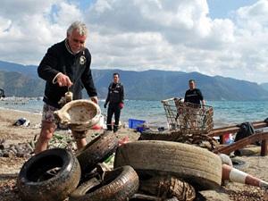 Boğaz'da çöp temizliği