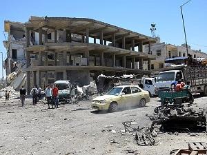 Suriye ordusu Rakka kentine havadan saldırdı