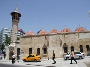Restorasyonuna 3,5 milyon lira harcanan Yeni Camii ibadete açıldı