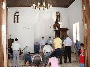 Ayakkabıcı olarak kullanılan cami 75 yıl sonra ibadete açıldı