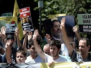 Saraçhane Parkı'nda Mısır'daki darbeyi protesto ettiler