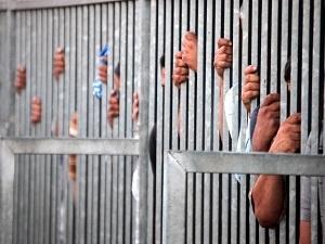 Mısır'da 98 kişiye tahliye