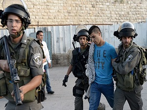 İsrail 12 Filistinli'yi gözaltına aldı