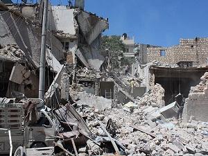 Suriye rejimi Halep'e ölüm yağdırdı