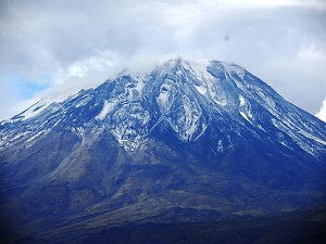 Ağrı Dağı'na mevsimin ilk karı düştü