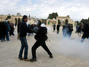 İsrail, yılbaşı keyfi için Mescid-i Aksa'yı yasakladı