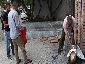 Atina'da mescit önünde domuz başı bulundu