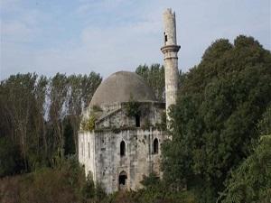 Mahzun tarihi cami taşınmayı bekliyor