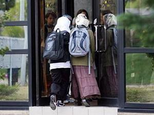 İsviçre'deki okulda başörtüsü yasağı kalktı
