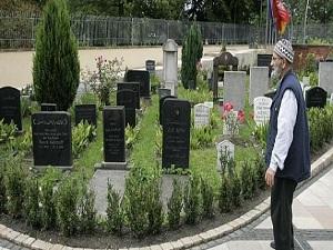 Almanya'da Müslümanların mezar sevinci