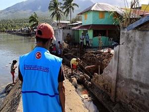 Diyanet Vakfı Filipinler'de 300 Aileye Gıda Yardımı Yaptı