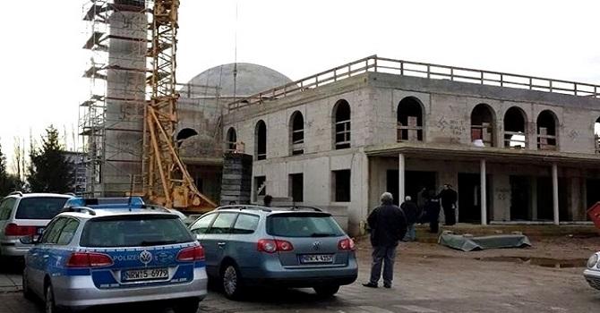 Cami saldırılarındaki artış Müslümanları kaygılandırıyor