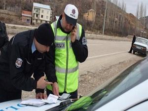 Trafik denetiminde sürücülere ceza yağdı