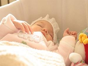Bebekleri şiddetli sallamak beyin sarsıntısına neden olabilir!