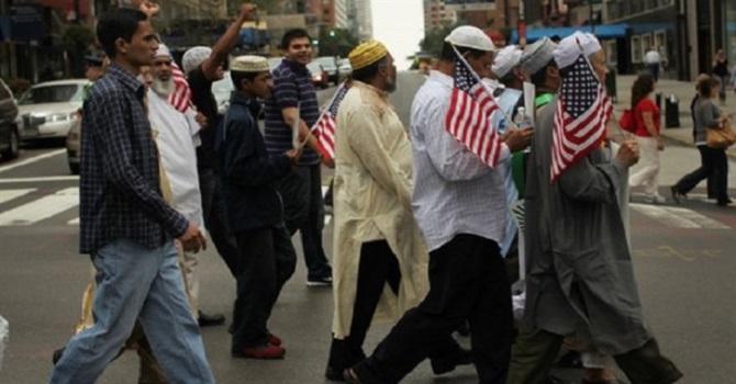 Müslümanlar terör şüphesiyle izlenmek istemiyor