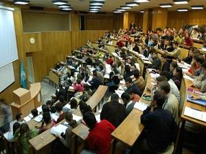 Üniversitelere bin 560 akademik kadro ihdas edilecek