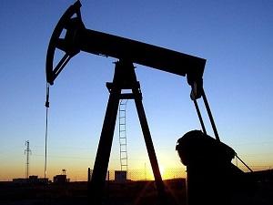 Petrol hızla düşüyor, benzin yerinde sayıyor