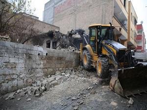 Metruk yapılar ya yıkılmalı, ya da kontrol altına alınmalı