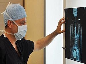 Skolyoz'da erken teşhis ağrılı ameliyattan kurtarabilir
