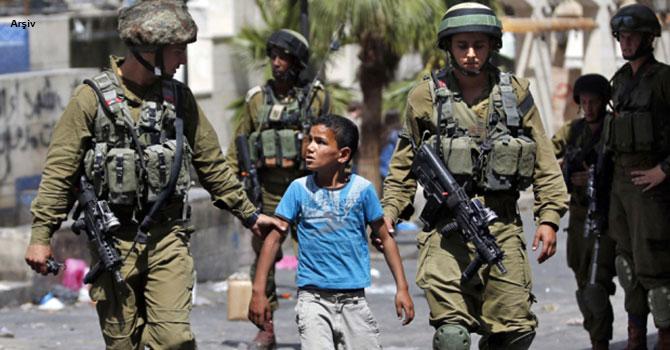 İsrail, 9 yaşındaki Filistinli çocuğu gözaltına aldı