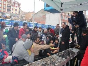 5 ton hamsinin dağıtıldığı festivalde izdiham yaşandı
