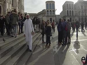 İtalya'da İslam düşmanlığı böyle görüntülendi
