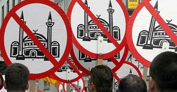 Almanya'da sekiz ayda 20'den fazla camiye saldırı
