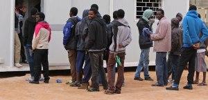 Libya'daki Mısırlılar ülkelerine dönüyor