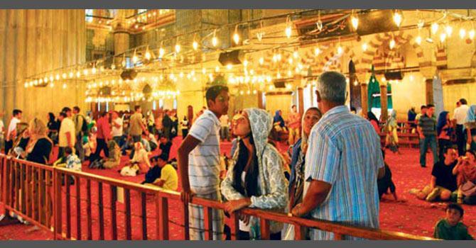 Turistler İslamı kendi dillerinde dinlemek istiyor