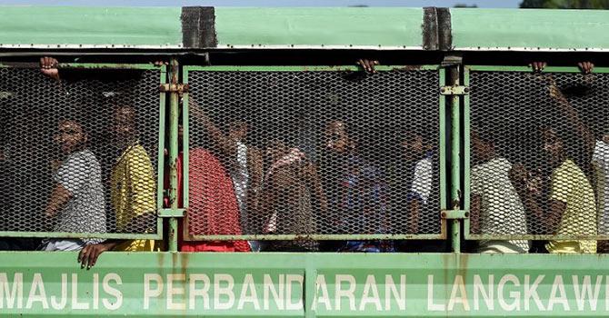 350 Müslüman günlerdir bir gemide aç ve susuz