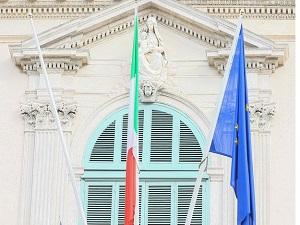 İtalya'da bayrak asma tartışması