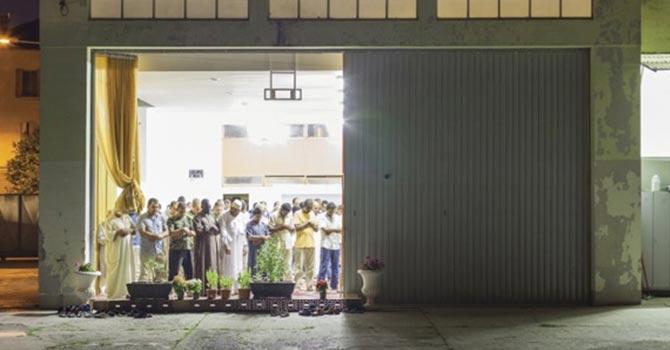 İki caminin olduğu ülkede Müslümanların namaz imtihanı