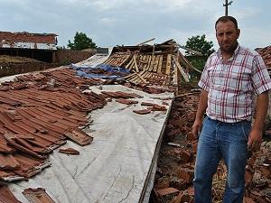 Tekirdağ'da hortum bazı binalarda hasara yol açtı
