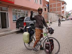 """""""Demokrasi"""" için 20 bin kilometre pedal çevirecek"""