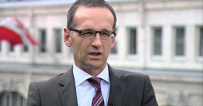 Başörtü ve minare Alman anayasasıyla çelişmez