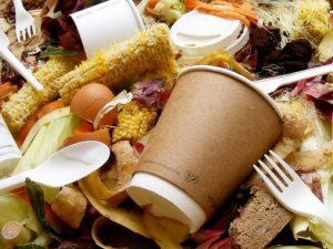 4 yıldır çöpten yiyecek topluyor