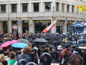 Almanya'da İslam karşıtı gösteriye protesto