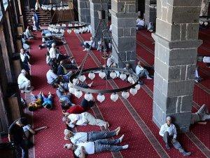 'Ramazanda gündüz en az iki saat uyuyun'