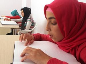 Kur'an-ı Kerim'i gönül gözüyle öğreniyorlar