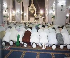 Teravih namazından etkilenip İslam dinini seçtiler