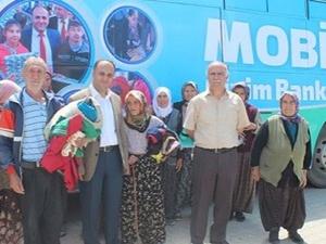 Otobüsle ihtiyaç sahiplerine giysi yardımı
