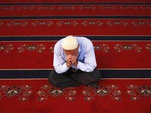 Müslüman olan profesörün ilk namazı