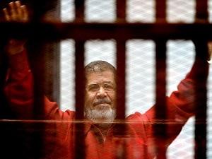 Mursi'nin duruşmasına erteleme kararı