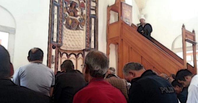 Cuma Hutbesinde 'Gün Birlik ve Dirlik Günüdür' Mesajı
