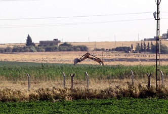 PYD sınır hattında hendek kazıyor