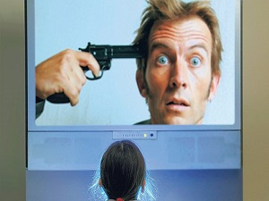 TV başında çok oturan çocuk, şiddete yöneliyor