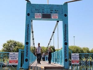 Avanos'taki asma köprüyü sallayanlara 88 lira ceza