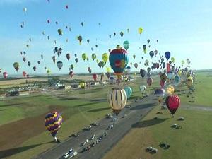Fransa'da, 433 balon havalanarak dünya rekoru kırdı