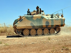 Zırhlı araçlar sınırda devriyelerini arttırdı